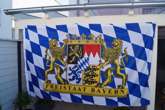 Hissflagge Bayern Größe: Breite 240 x Höhe 150 cm.