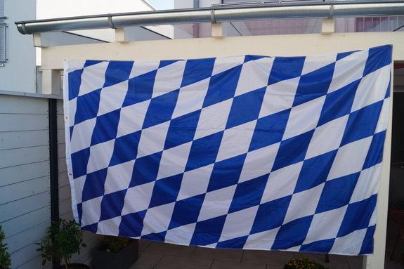 Hissflagge Bayern, nur Raute. Größe: Breite 240 x Höhe 150 cm.