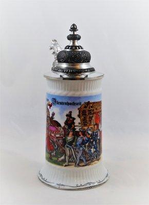 Bierkrug mit Spitzdeckel aus Zinn - Motiv Landshuter Hochzeit 1475