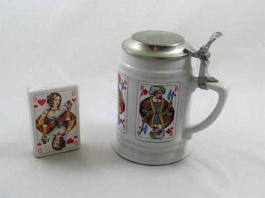 Bierkrug mit Flachdeckel aus Zinn, Motiv Skat, Größe 0,5 liter.