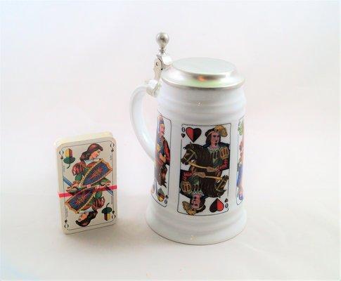 Bierkrug mit Flachdeckel aus Zinn, Motiv Schafkopf, Größe 0,5 liter.