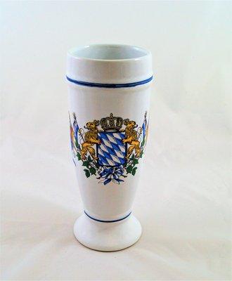 Weißbierkrug, Porzellan, Bayernwappen Löwen und Fahnen, Größe 0,5 liter
